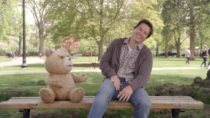"""""""Ted"""" acrescenta piadas adultas em enredo batido"""