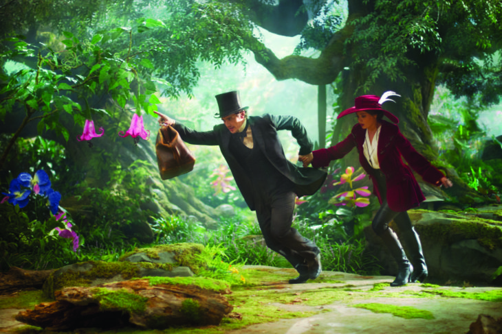 """""""OZ: THE GREAT AND POWERFUL""""  James Franco, left; Mila Kunis, right  Ph: Merie Weismiller Wallace, SMPSP  ©Disney Enterprises, Inc. All Rights Reserved."""