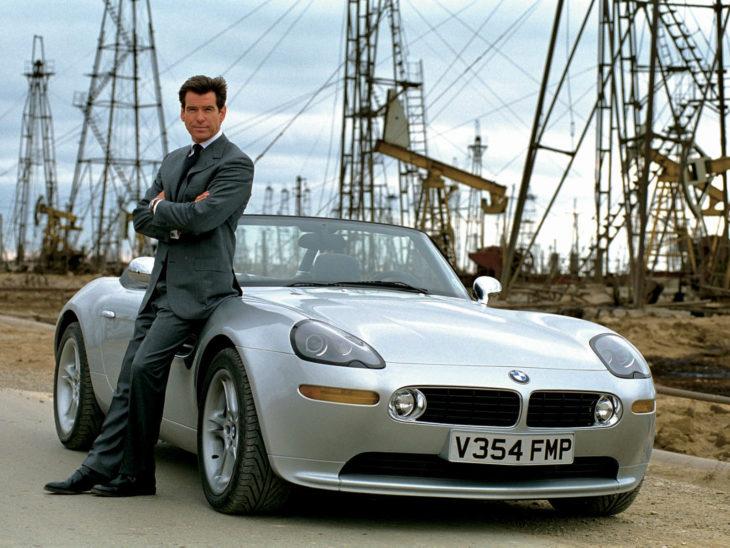 Pierce Brosnan leva Bond ao divã